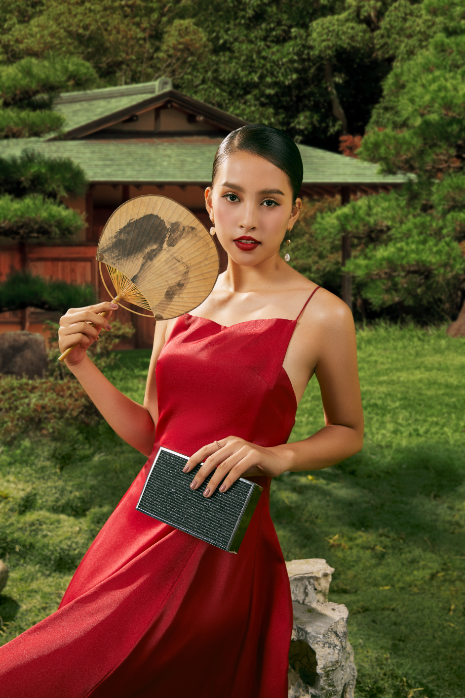 Tiểu Vy bất ngờ xuất hiện trong bộ ảnh truyền thống nhưng không kém phần ma mị đậm nét Á châu - Ảnh 4.