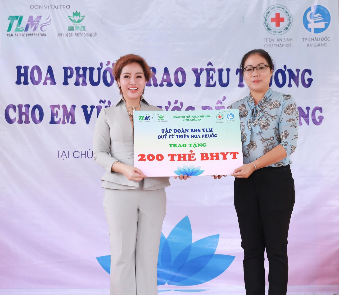 Nhà phát triển dự án King Bay tặng 200 thẻ BHYT cho học sinh nghèo An Giang - Ảnh 1.