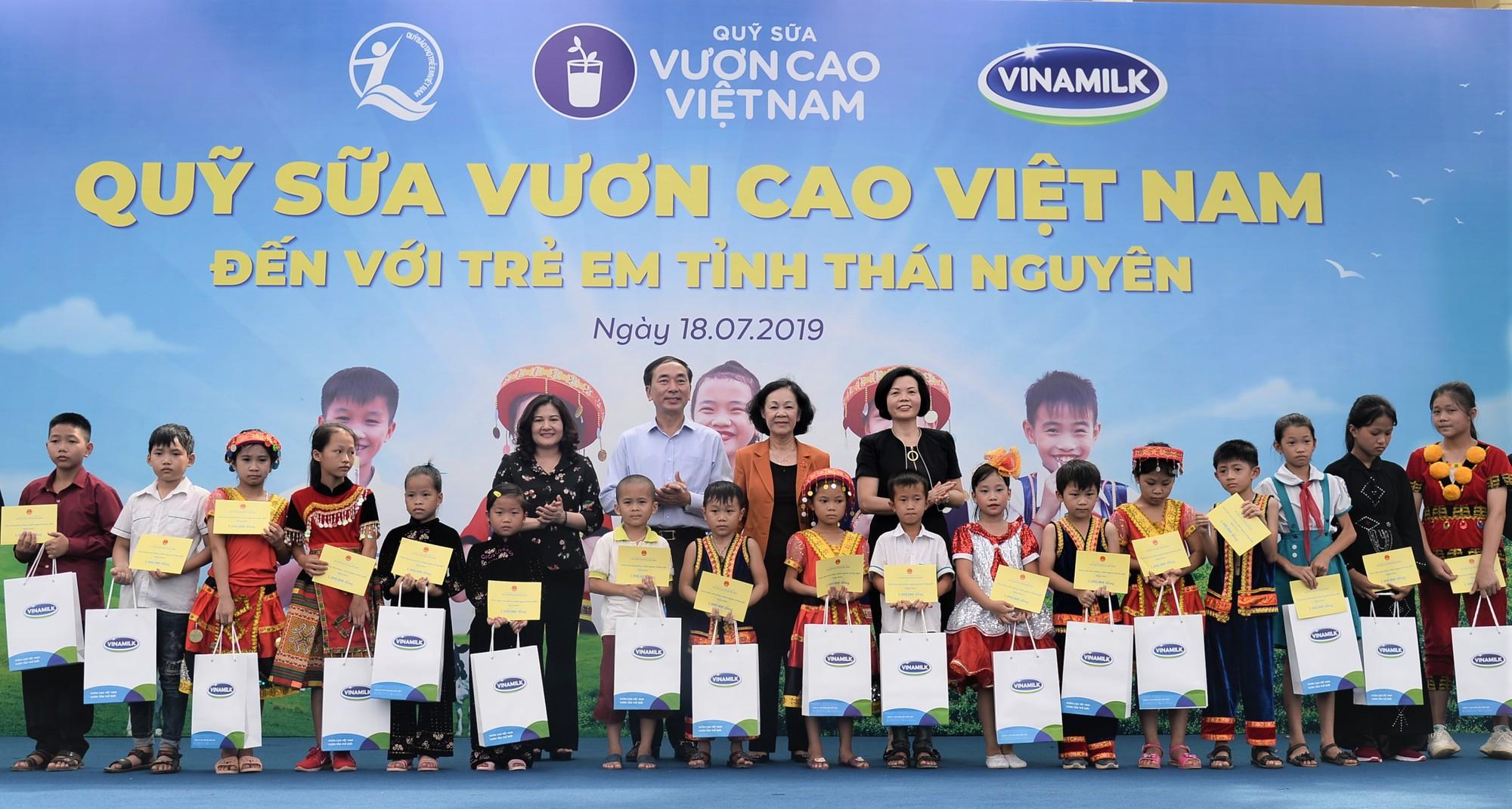 Quỹ sữa Vươn Cao Việt Nam: Để mọi trẻ em đều được uống sữa mỗi ngày - Ảnh 1.