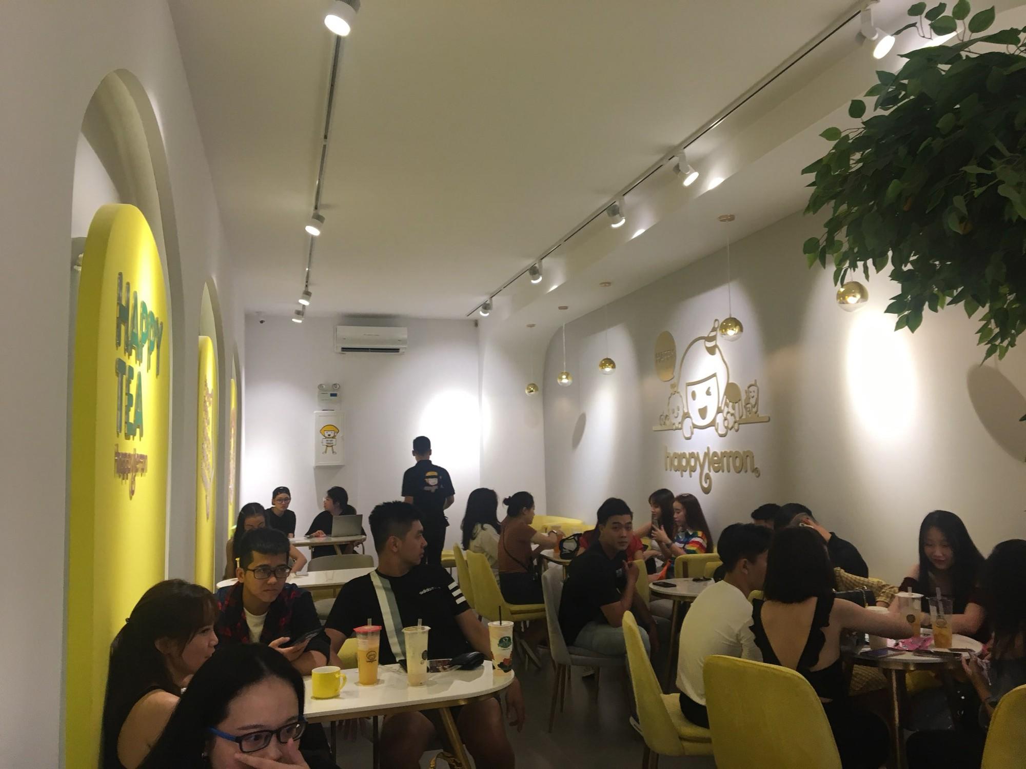 Trúc Nhân và Fabo Nguyễn gây náo loạn cả khu phố trà sữa, Happy Lemon chính thức đổ bộ thị trường Việt Nam - Ảnh 2.