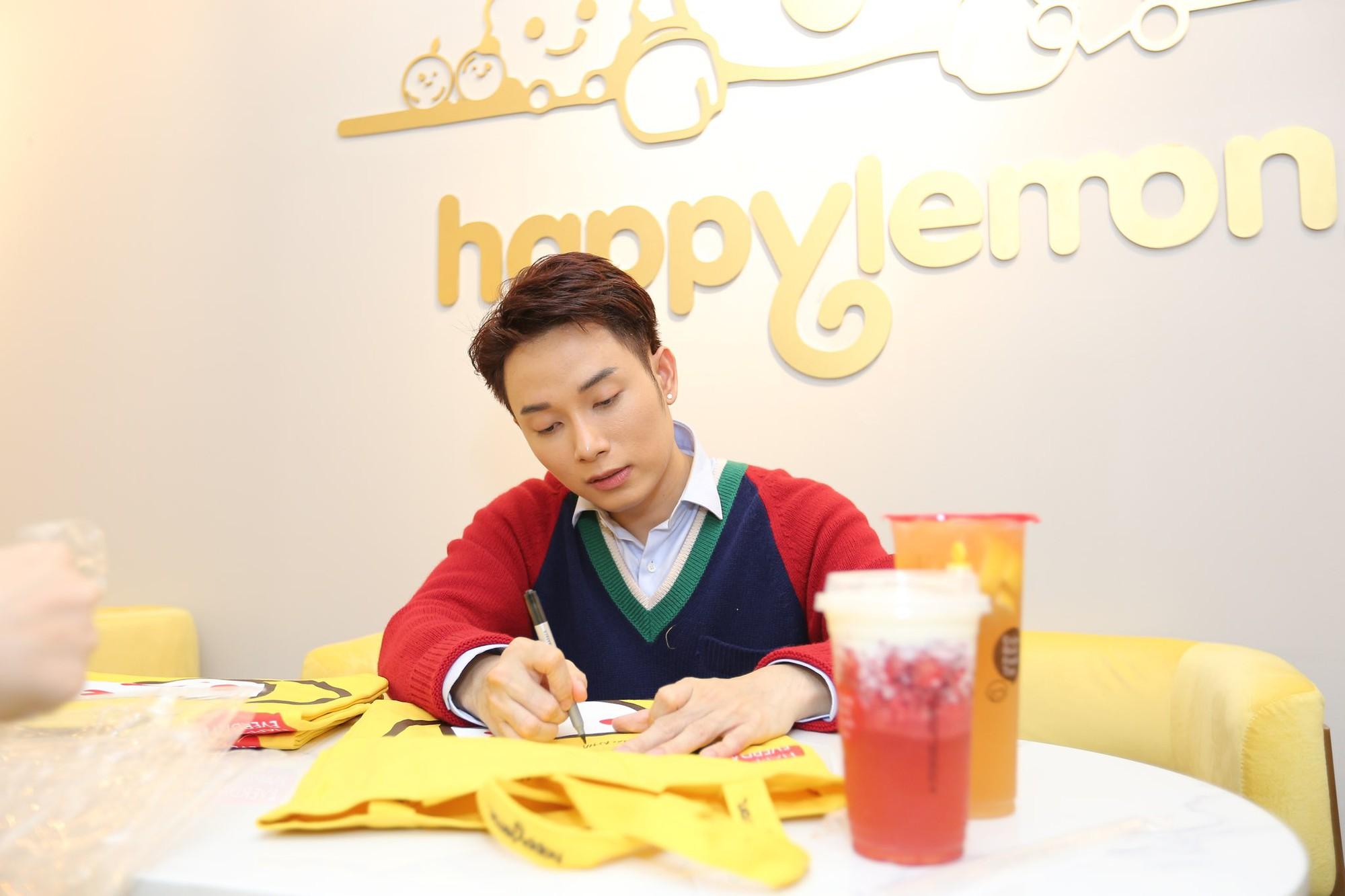 Trúc Nhân và Fabo Nguyễn gây náo loạn cả khu phố trà sữa, Happy Lemon chính thức đổ bộ thị trường Việt Nam - Ảnh 9.