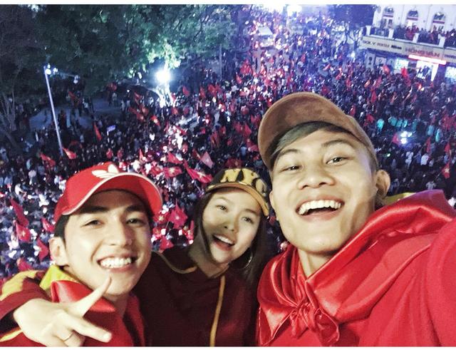 Fan hâm mộ thể hiện tình yêu với đội tuyển Việt Nam qua những cách nào? - Ảnh 3.