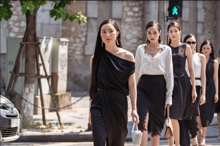 Bất ngờ khi những ngã tư đường Hà Nội được hô biến thành sàn catwalk - Ảnh 1.