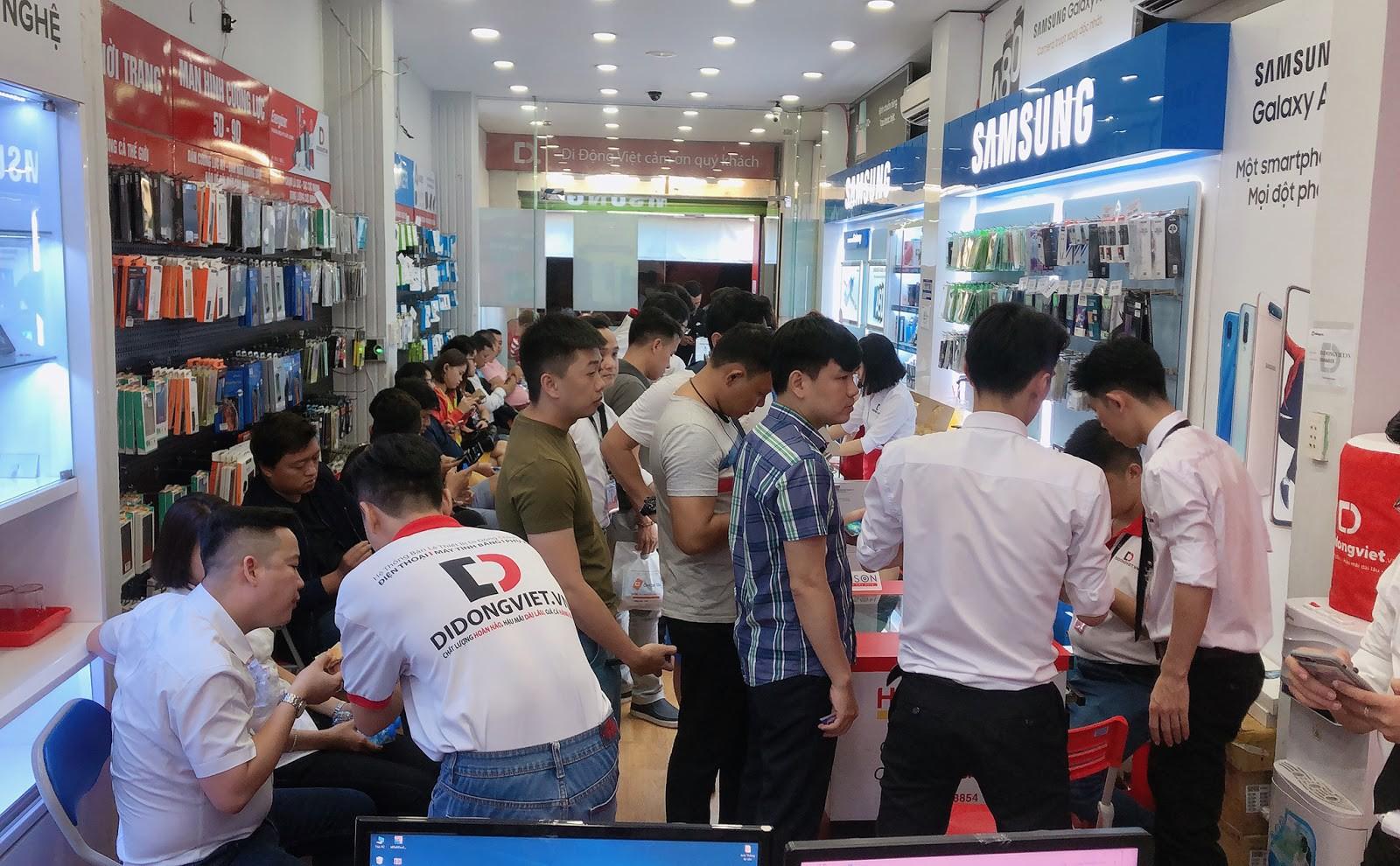 Anh Bo Đan Trường bất ngờ đến Di Động Việt để tậu iPhone 11 Pro Max - Ảnh 6.