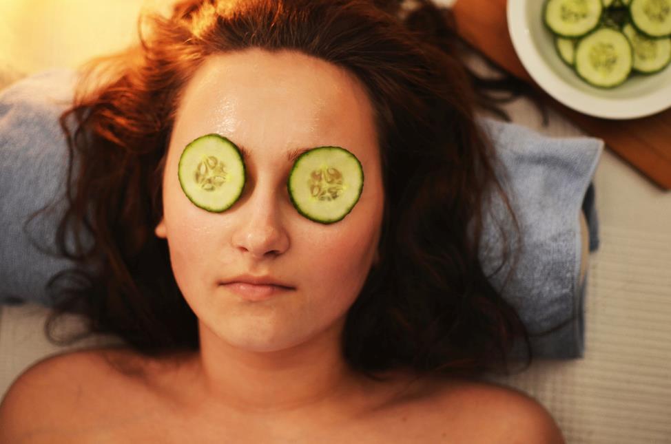 Sau trào lưu retinol đến lượt các sản phẩm phục hồi da lên ngôi - Ảnh 1.