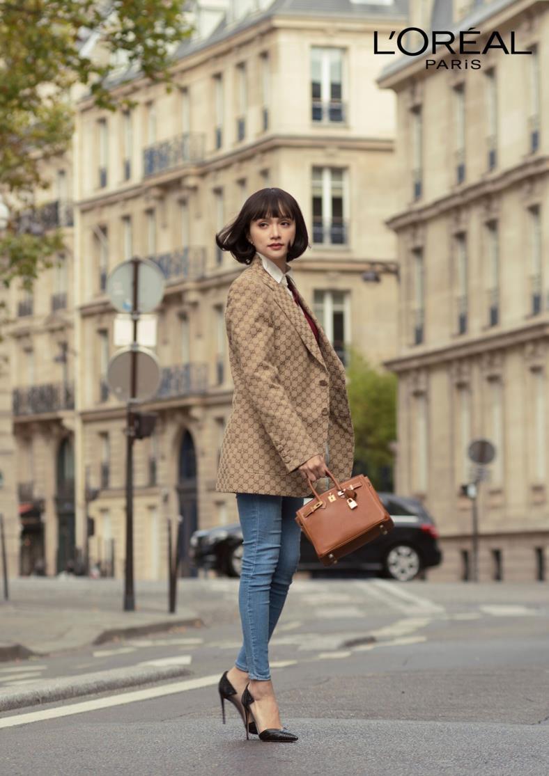 """Ai bảo cứ đến Paris Fashion Week thì phải trang điểm cầu kỳ mới """"lồng lộn""""? Nhìn Hương Giang kìa! - Ảnh 1."""