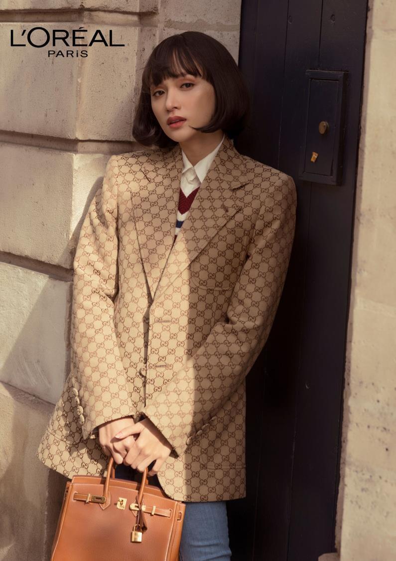 """Ai bảo cứ đến Paris Fashion Week thì phải trang điểm cầu kỳ mới """"lồng lộn""""? Nhìn Hương Giang kìa! - Ảnh 5."""
