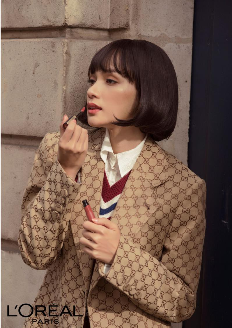 """Ai bảo cứ đến Paris Fashion Week thì phải trang điểm cầu kỳ mới """"lồng lộn""""? Nhìn Hương Giang kìa! - Ảnh 8."""