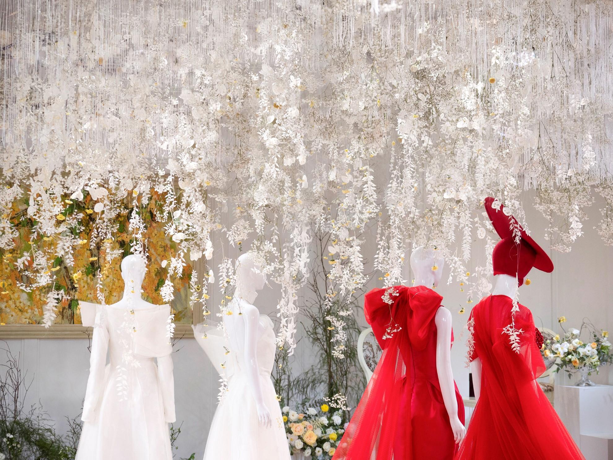 Hé lộ không gian thần tiên mộng ảo, chứa đựng các thiết kế cưới đẳng cấp của Phương My - Ảnh 3.
