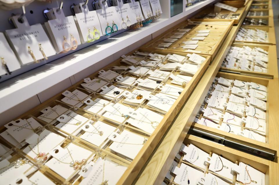 Thương hiệu trang sức Nhật lần đầu mở cửa tại TP.HCM - Ảnh 3.