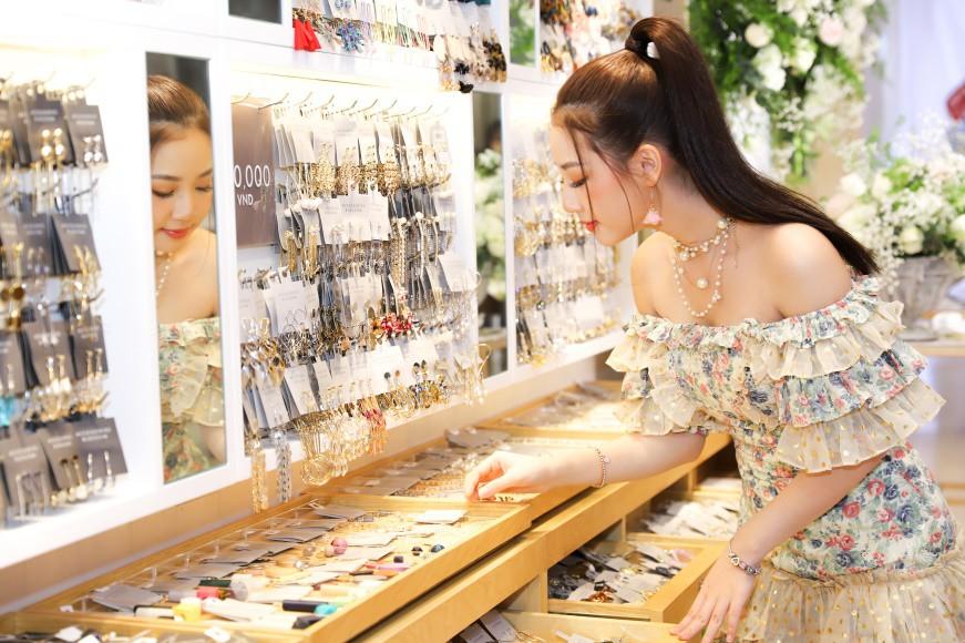 Thương hiệu trang sức Nhật lần đầu mở cửa tại TP.HCM - Ảnh 9.