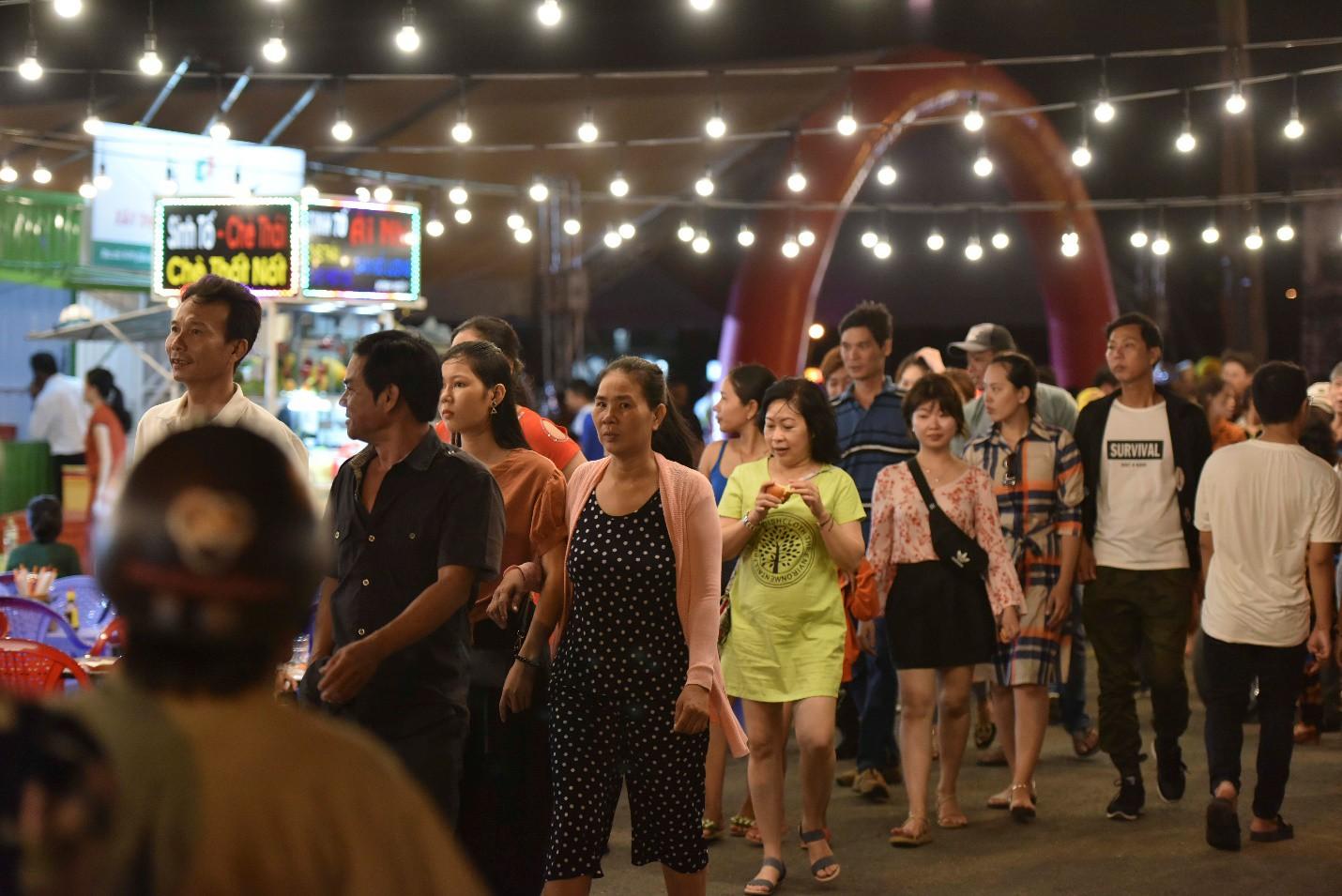 Vừa khai trương, chợ đêm Ha Tien Night Market bất ngờ lọt top điểm đến hấp dẫn phía Nam - Ảnh 6.