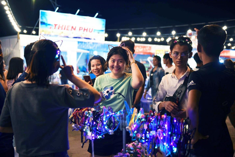 Vừa khai trương, chợ đêm Ha Tien Night Market bất ngờ lọt top điểm đến hấp dẫn phía Nam - Ảnh 9.