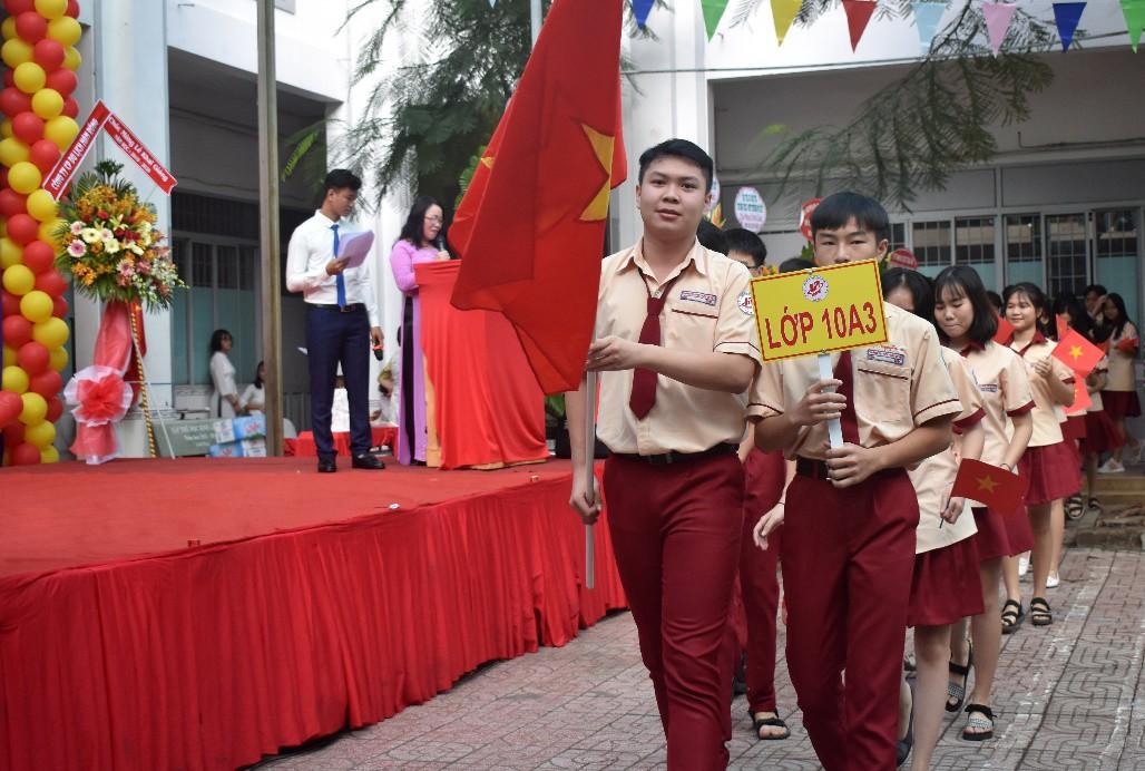 """Lễ khai giảng """"vui hết cỡ"""" của teen Mỹ Việt TP.HCM - Ảnh 1."""