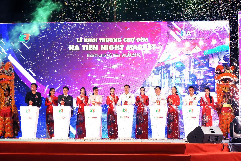 Vừa khai trương, chợ đêm Ha Tien Night Market bất ngờ lọt top điểm đến hấp dẫn phía Nam - Ảnh 4.