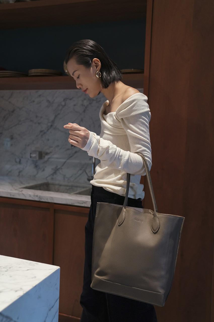 BST túi da Desino Classic 07 - Phong cách thanh lịch cho các cô nàng công sở - Ảnh 9.