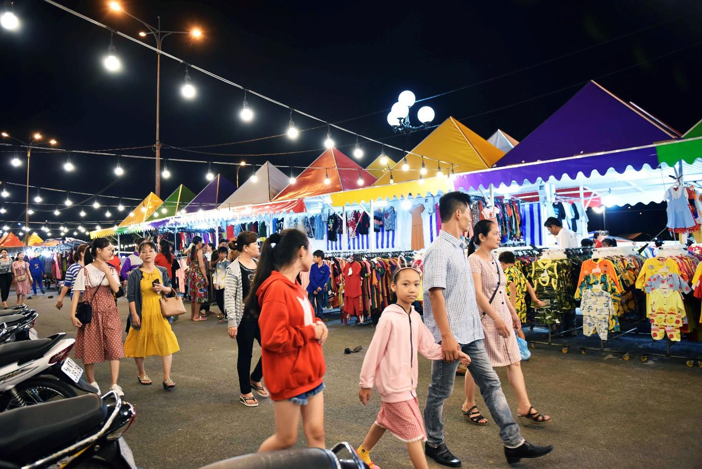 Vừa khai trương, chợ đêm Ha Tien Night Market bất ngờ lọt top điểm đến hấp dẫn phía Nam - Ảnh 7.