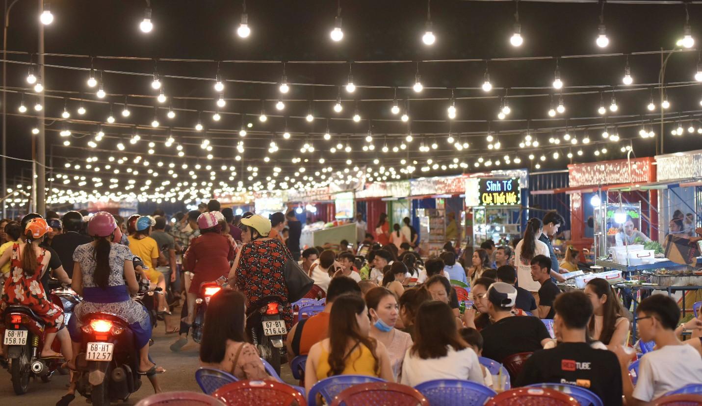 Vừa khai trương, chợ đêm Ha Tien Night Market bất ngờ lọt top điểm đến hấp dẫn phía Nam - Ảnh 8.