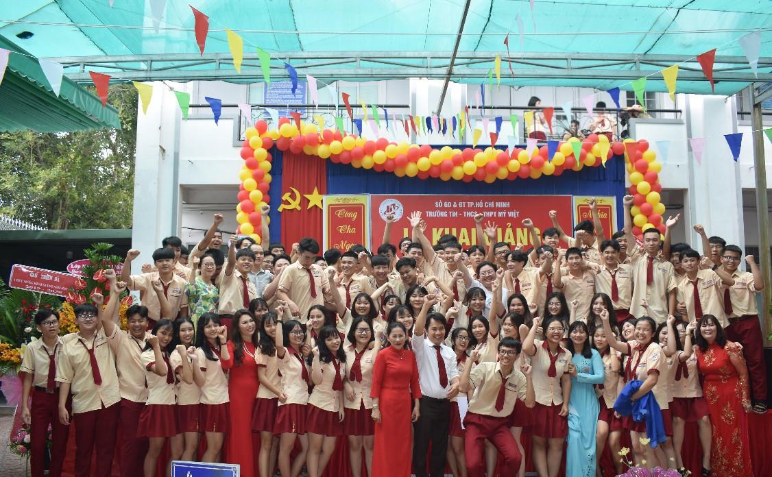 """Lễ khai giảng """"vui hết cỡ"""" của teen Mỹ Việt TP.HCM - Ảnh 10."""