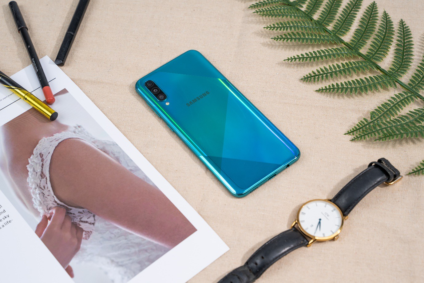 VZN News: Samsung Galaxy A50s: thiết kế mới lạ, camera selfie 32MP - Ảnh 1.