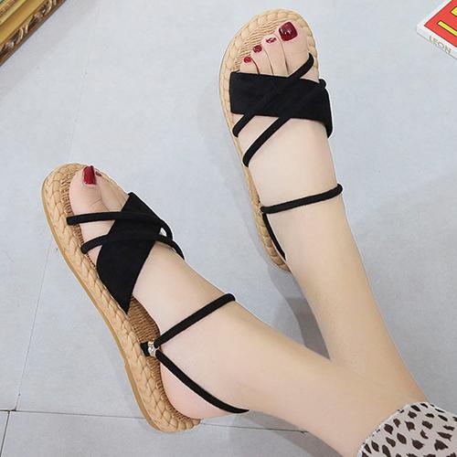Dự báo 5 mẫu sandal nữ hot 2020, hội chị em không thể ngó lơ - Ảnh 2.