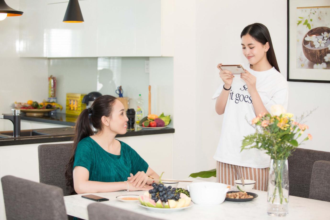 Hoa hậu Tiểu Vy: Khi trở về nhà, tôi thấy hạnh phúc vì vẫn là một cô gái của gia đình - Ảnh 2.