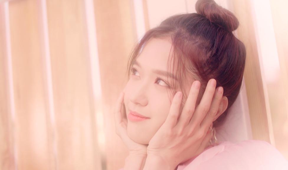 Lâu lắm mới có dự án tái xuất, Suni Hạ Linh gây sốt với nhan sắc xinh đẹp như thiên thần trong MV mới - Ảnh 6.