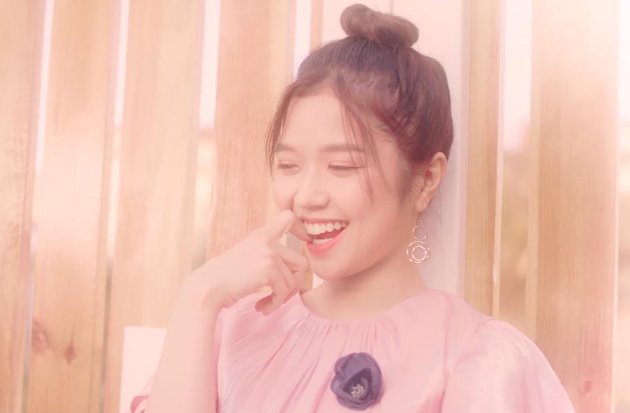 Lâu lắm mới có dự án tái xuất, Suni Hạ Linh gây sốt với nhan sắc xinh đẹp như thiên thần trong MV mới - Ảnh 4.