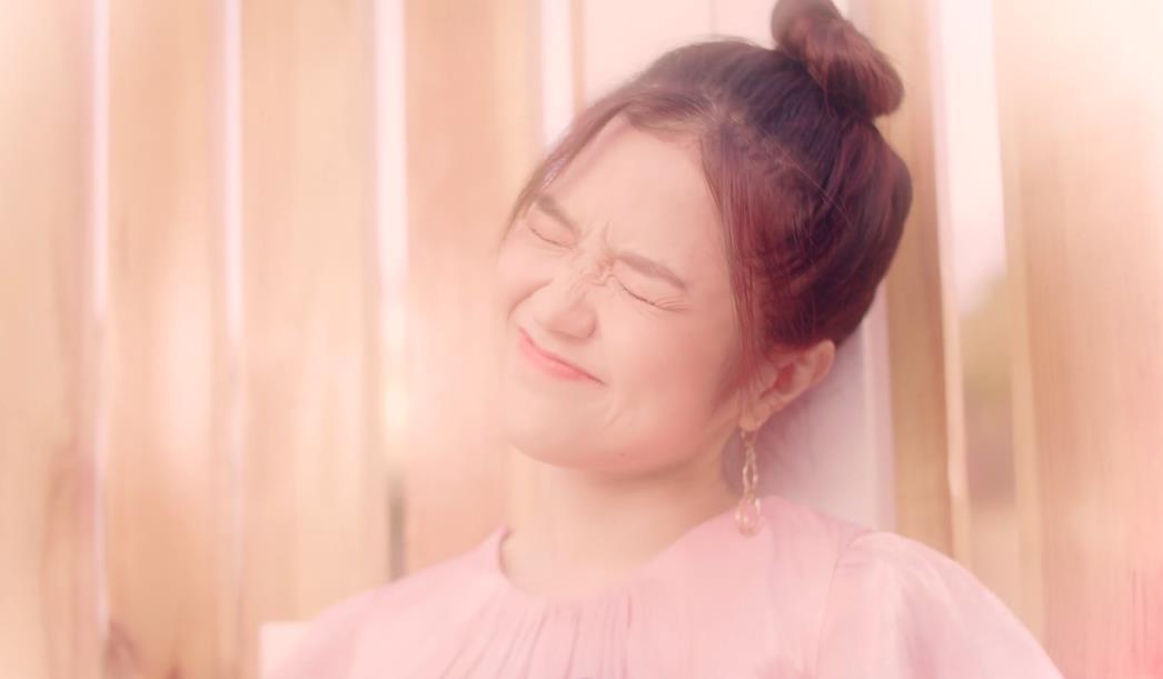 Lâu lắm mới có dự án tái xuất, Suni Hạ Linh gây sốt với nhan sắc xinh đẹp như thiên thần trong MV mới - Ảnh 5.