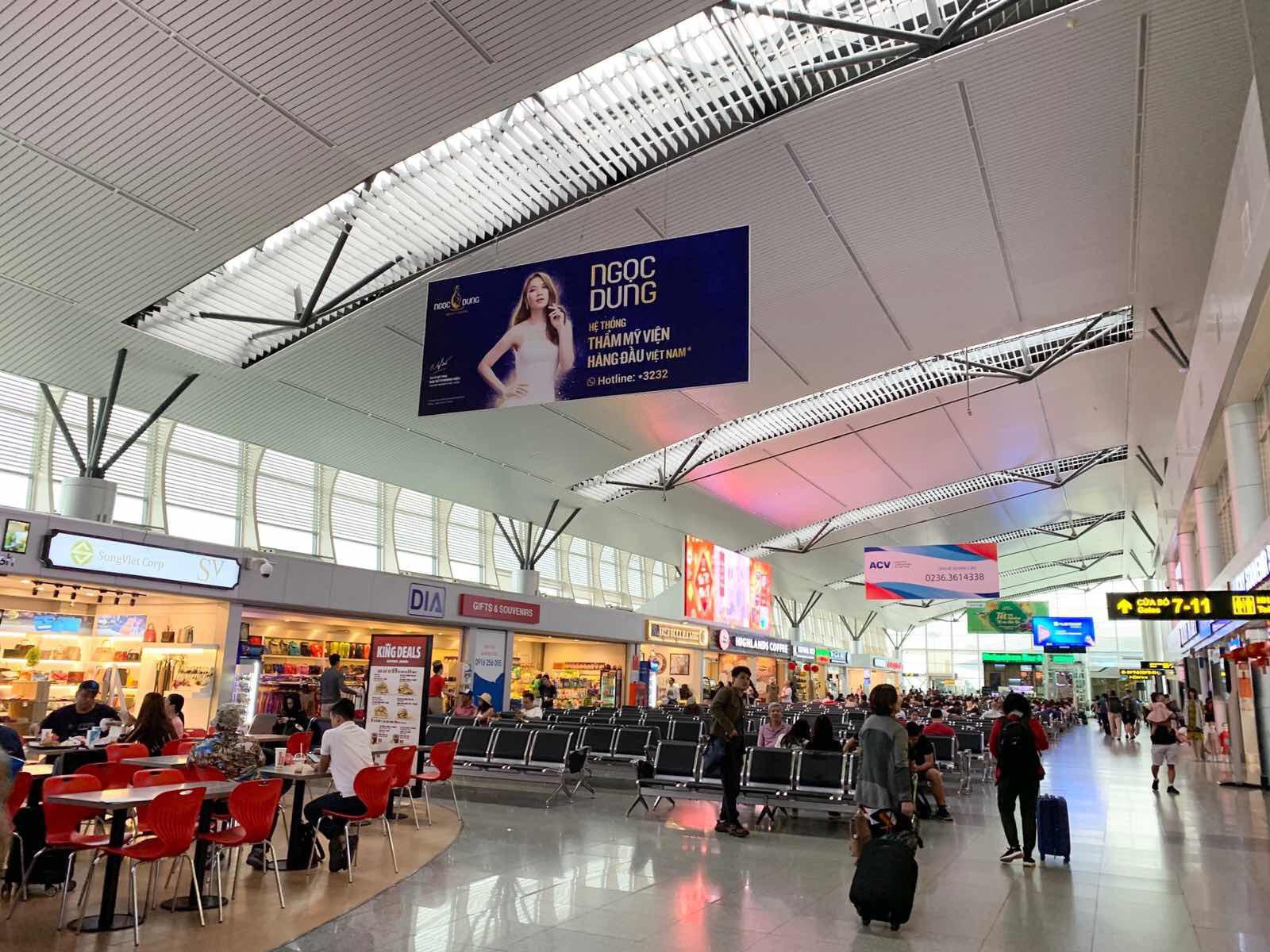Mỹ Tâm chiếm trọn spotlight từ sân bay ra đến ngoài phố nơi đâu cũng thấy quảng cáo chị đẹp - Ảnh 2.