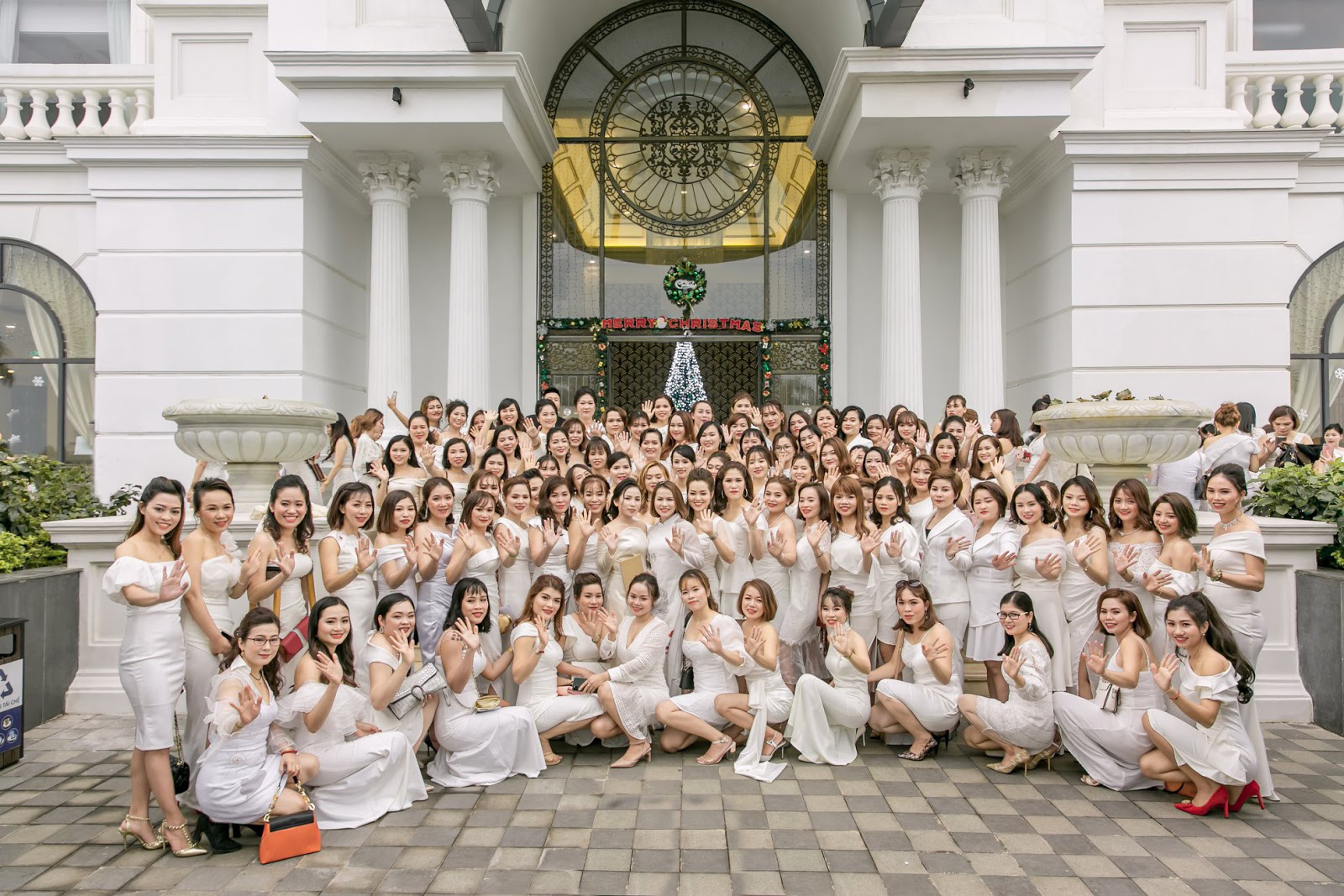 Đại tiệc cuối năm LP Natural Việt Nam: Quy tụ dàn sao khủng, hàng ngàn đại lý cùng nhau đổ về Quảng Bình - Ảnh 2.