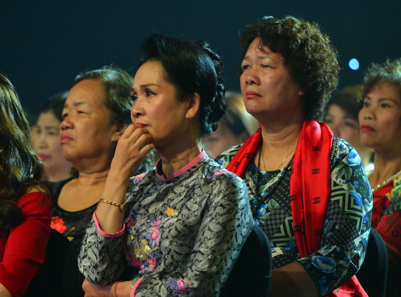 """Dàn sao VTV xúc động nghẹn ngào tại Gala Việc tử tế: """"Cho yêu thương, nhận yêu thương"""" - Ảnh 7."""