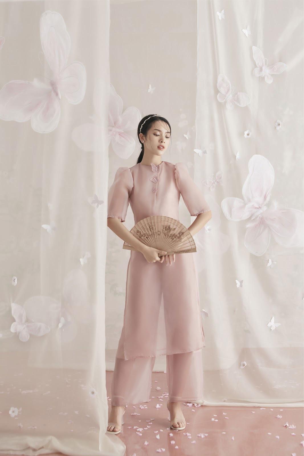 Diện đẹp đón Tết Canh Tý với mẫu áo dài họa tiết lạ mắt - Ảnh 2.