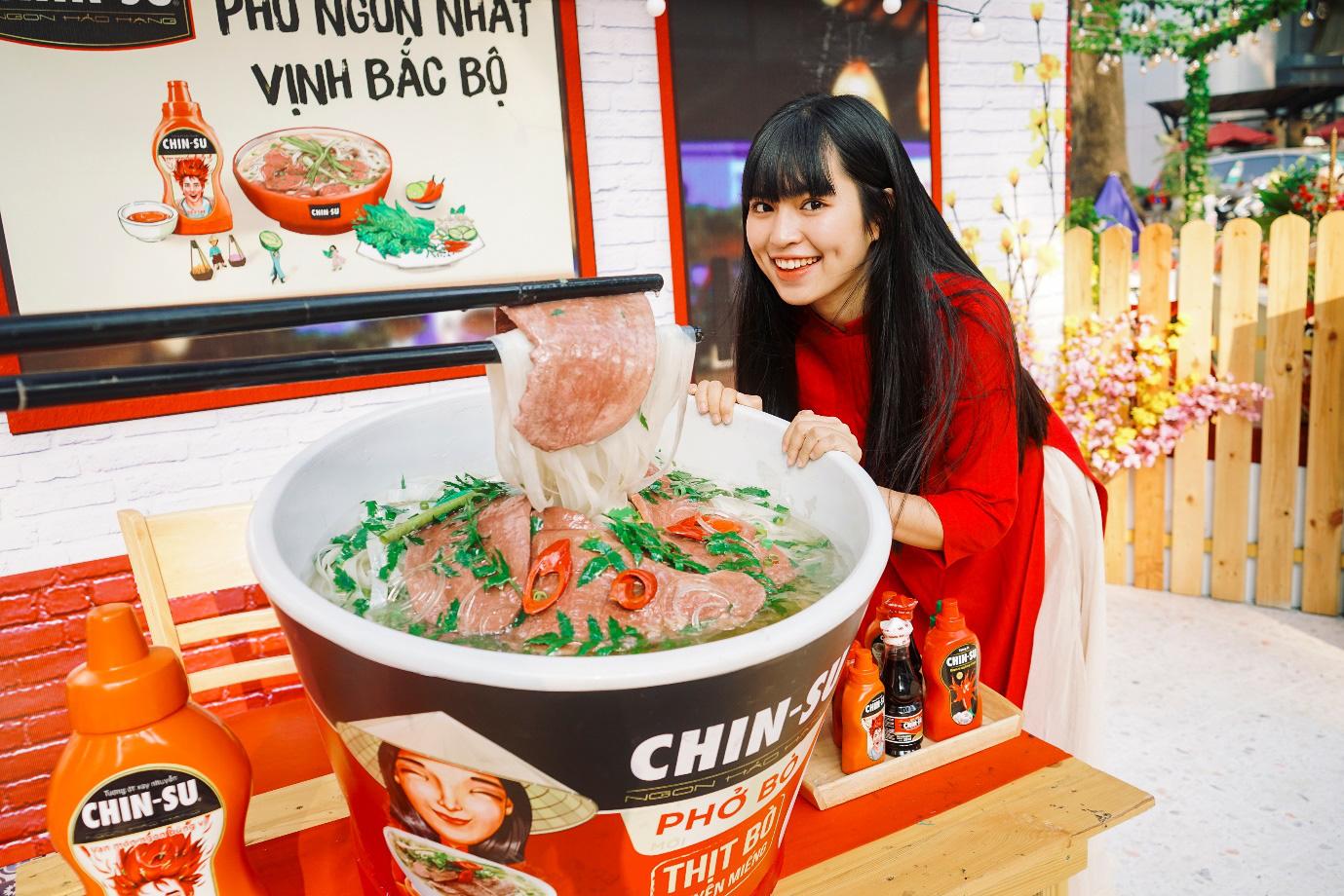 Xuýt xoa với loạt ảnh hot girl Mắt Biếc check-in với các siêu phẩm siêu to khổng lồ tại Góc Phố Xuân 2020 - Ảnh 1.