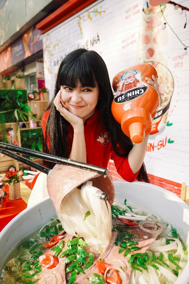 Xuýt xoa với loạt ảnh hot girl Mắt Biếc check-in với các siêu phẩm siêu to khổng lồ tại Góc Phố Xuân 2020 - Ảnh 2.