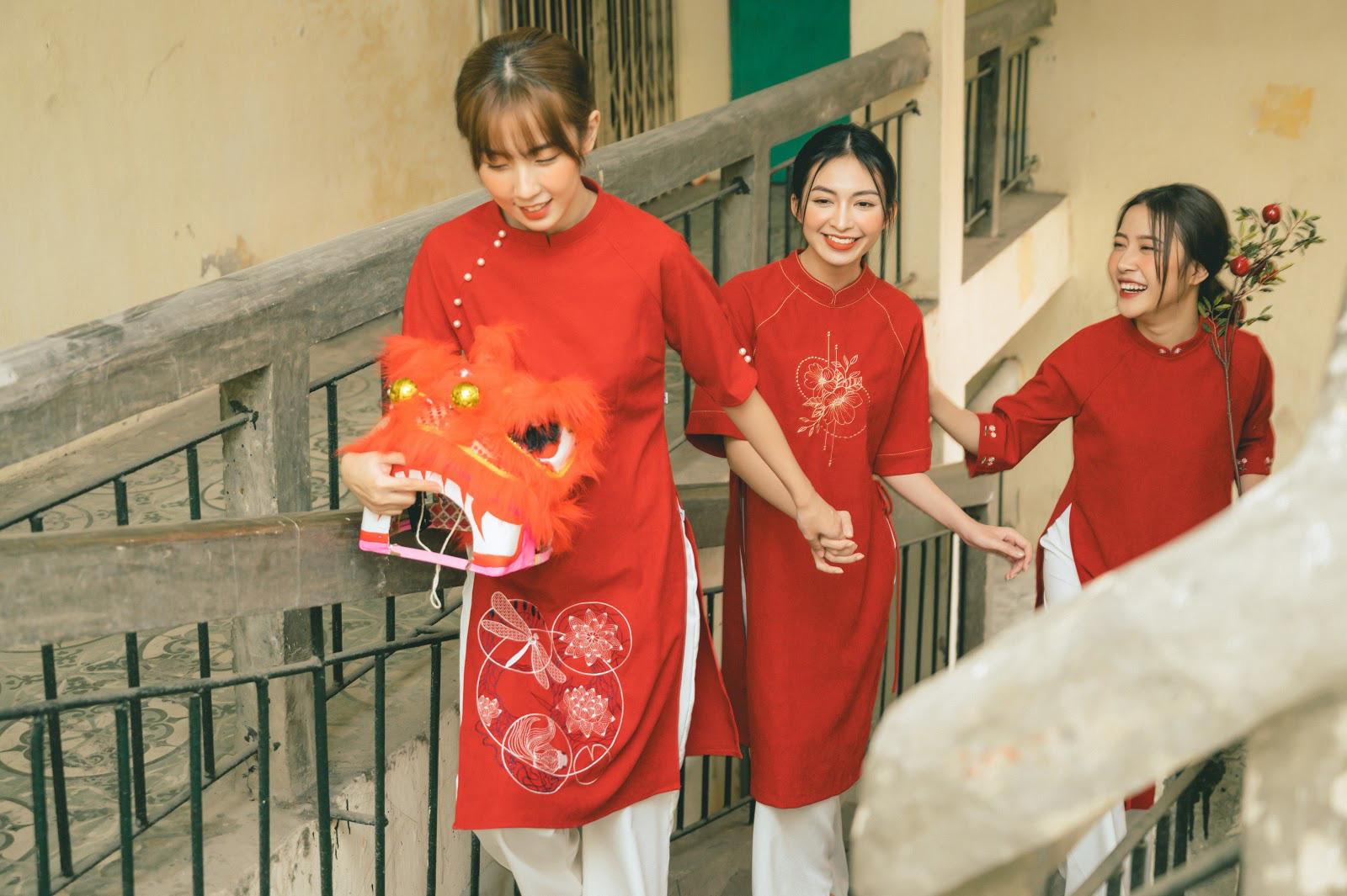 Diện đẹp đón Tết Canh Tý với mẫu áo dài họa tiết lạ mắt - Ảnh 5.