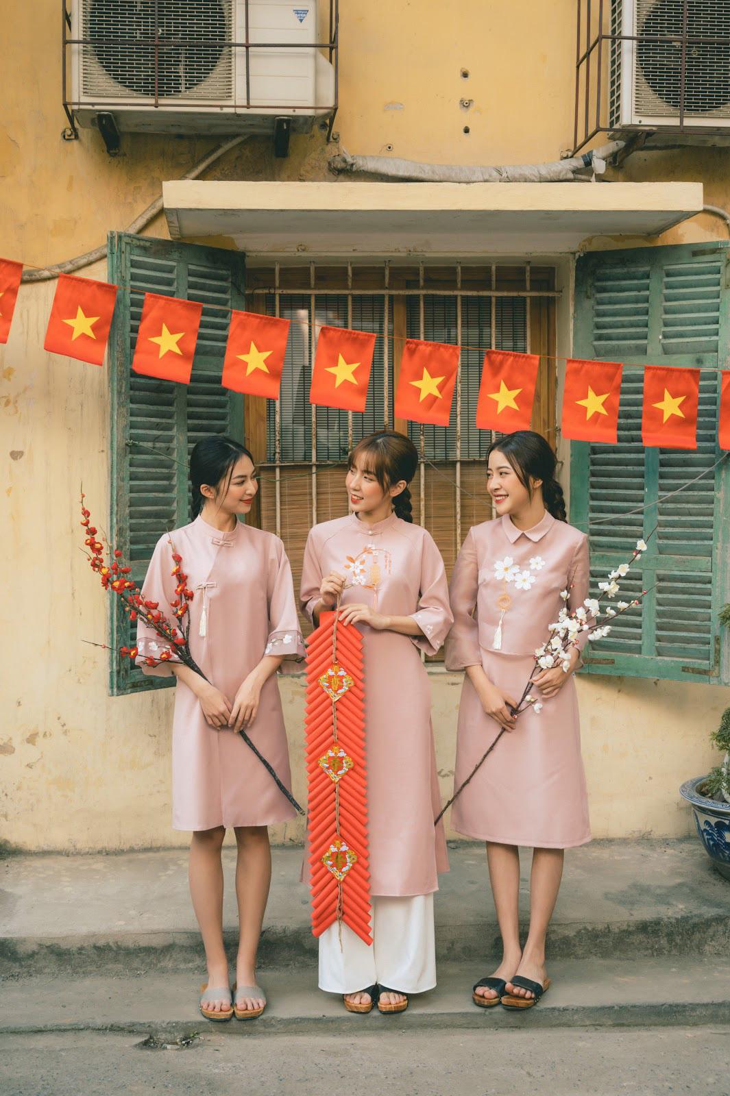 Diện đẹp đón Tết Canh Tý với mẫu áo dài họa tiết lạ mắt - Ảnh 6.