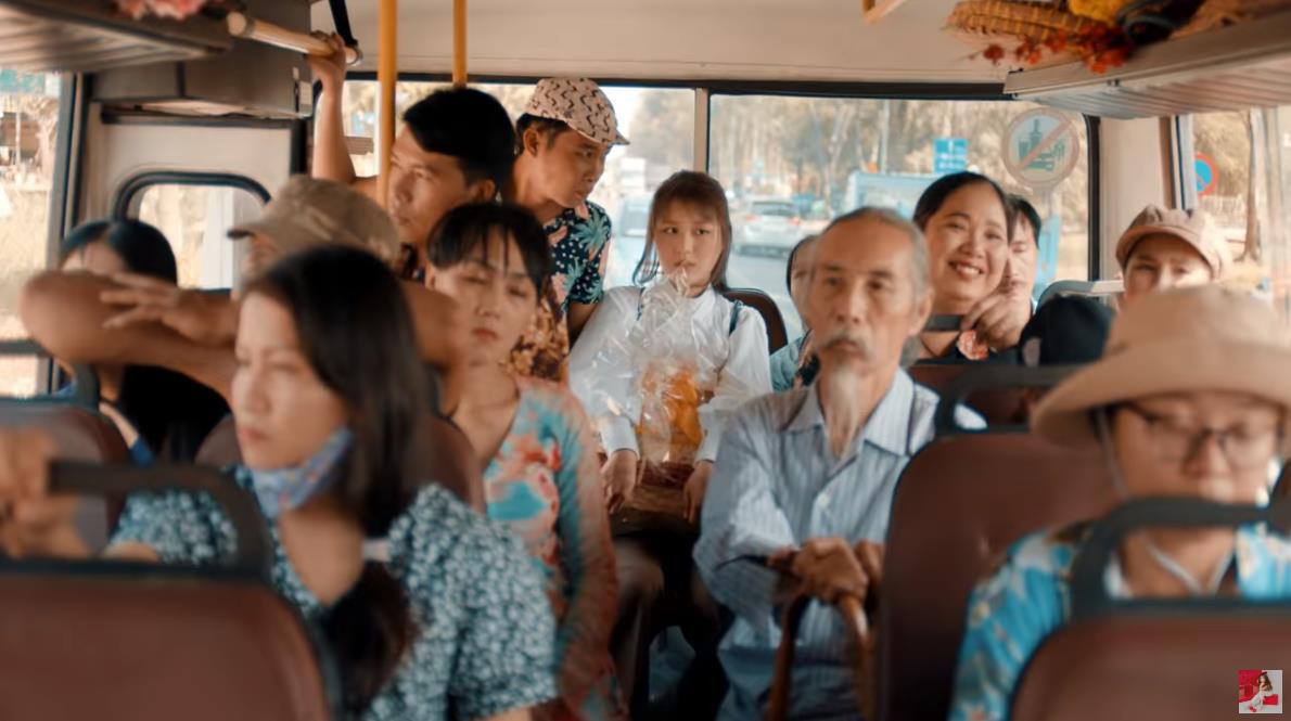 MV Tết mà muôn màu như này thì ai mà chịu nổi đây Han Sara, Suni, Đạt G - Du Uyên ơi? - Ảnh 1.