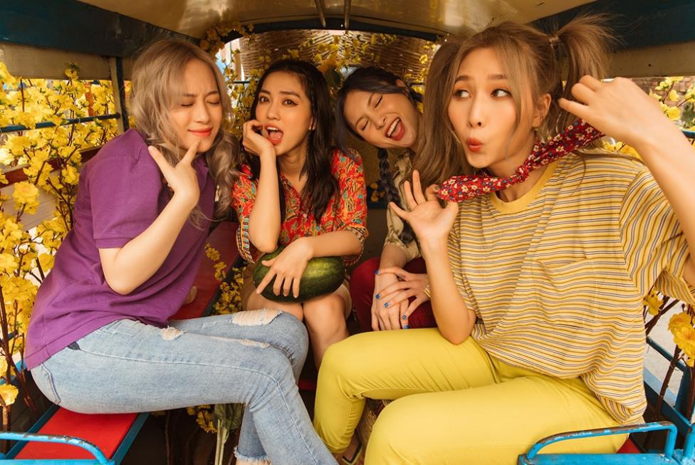 MV Tết mà muôn màu như này thì ai mà chịu nổi đây Han Sara, Suni, Đạt G - Du Uyên ơi? - Ảnh 6.
