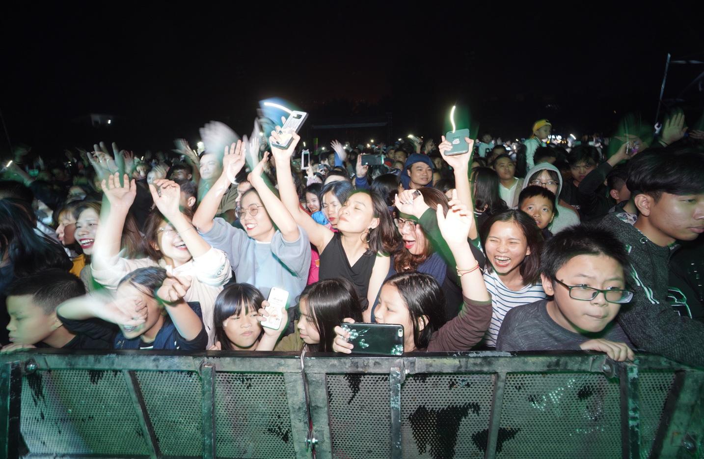 Quay ngược dòng thời gian, cư dân Ecopark mãn nhãn trong bữa tiệc âm thanh và ánh sáng - Ảnh 5.