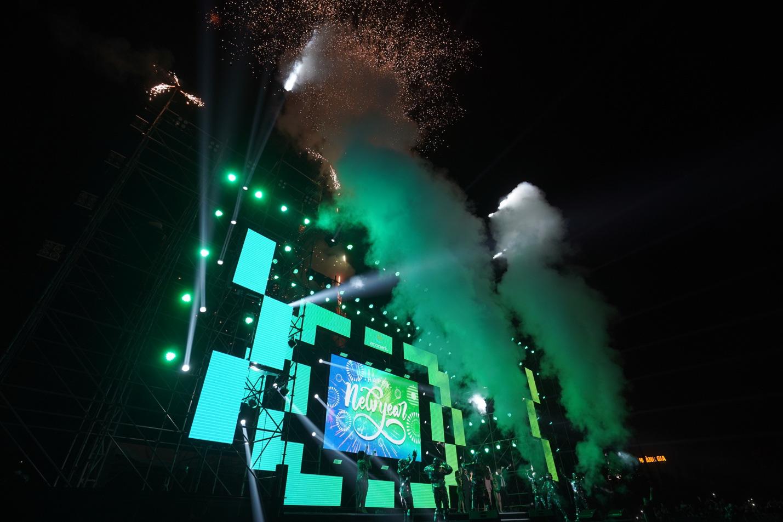 Quay ngược dòng thời gian, cư dân Ecopark mãn nhãn trong bữa tiệc âm thanh và ánh sáng - Ảnh 10.