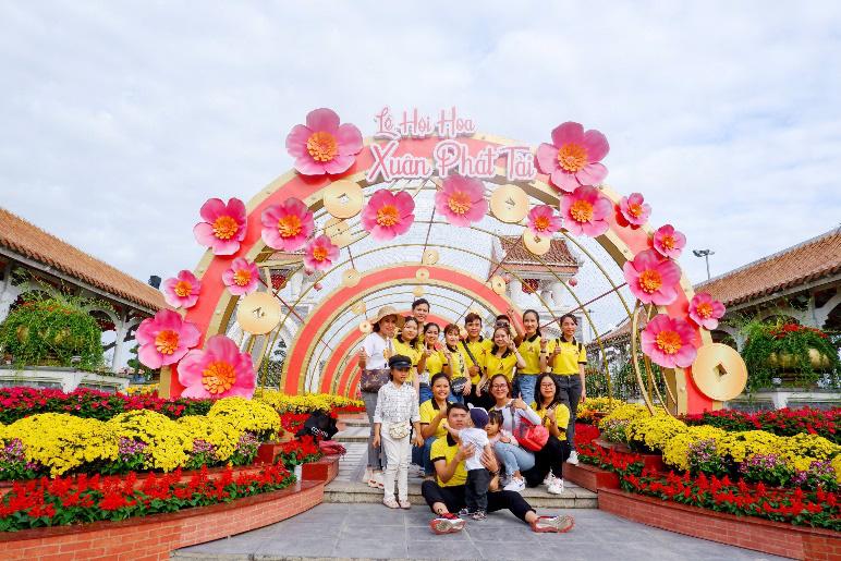 Hàng ngàn du khách tới check in lễ hội hoa tại Sun World Danang Wonders - Ảnh 1.