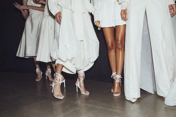 """5 mẫu cao gót sẽ là """"chân ái"""" cho đôi chân mùa tiệc tùng cuối năm - Ảnh 8."""