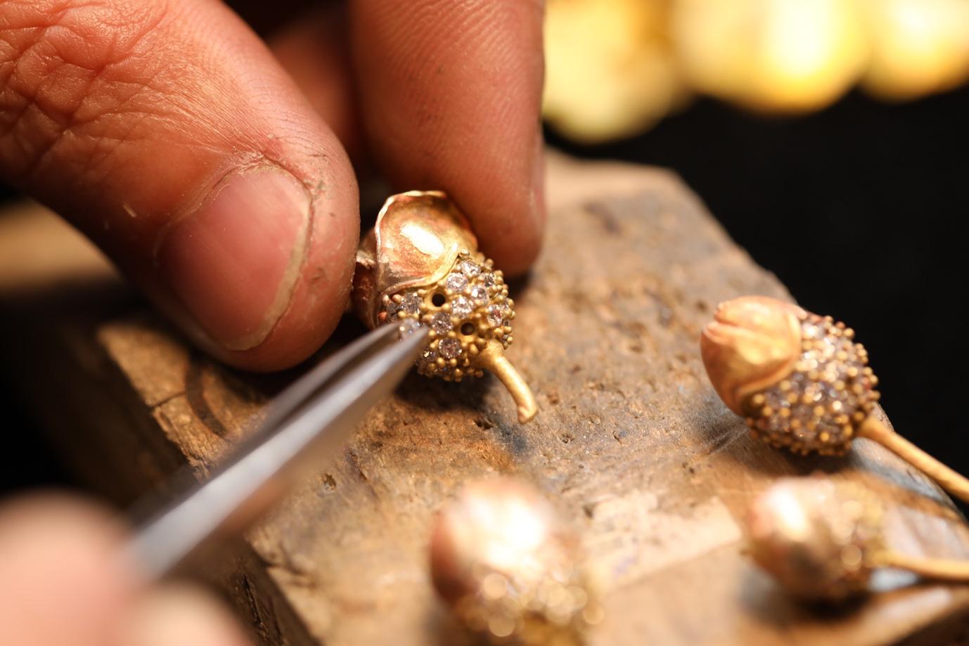 Cận cảnh chế tác nhành mai vàng – giải thưởng đặc biệt của Mai Vàng 25 năm - Ảnh 9.