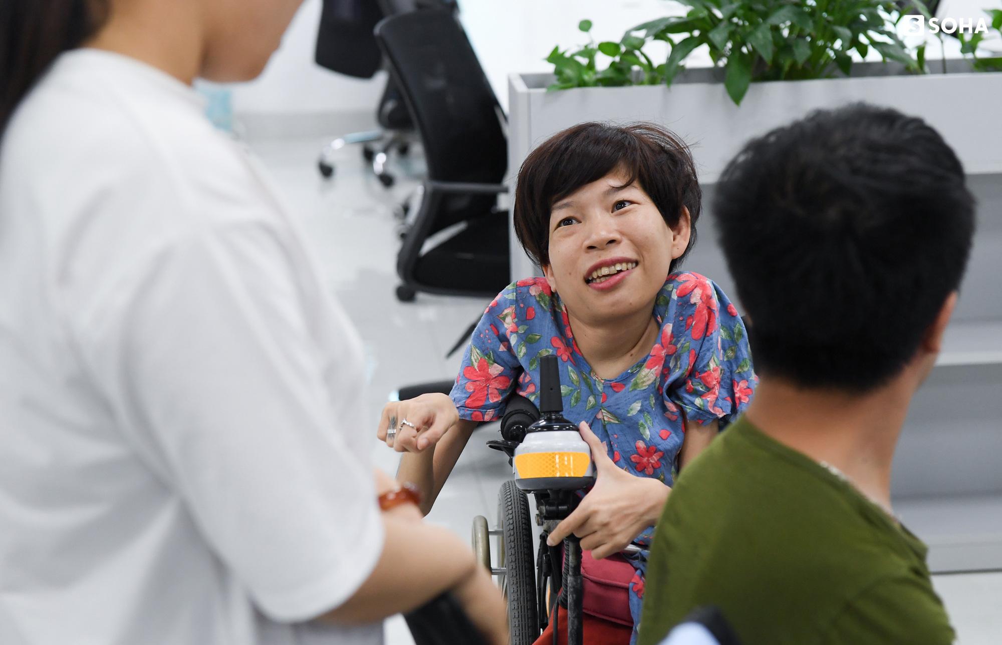 [Bí mật phòng Sếp] Nữ Chủ tịch nặng 20kg, ngồi xe lăn điều hành doanh nghiệp gần 100 người - Ảnh 7.