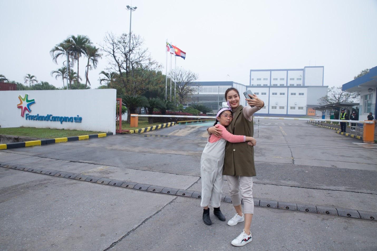 """Xuất hành đầu năm cùng mẹ con Hồng Diễm: Tìm hiểu quy chuẩn chất lượng tại """"đại bản doanh"""" Cô Gái Hà Lan - Ảnh 1."""