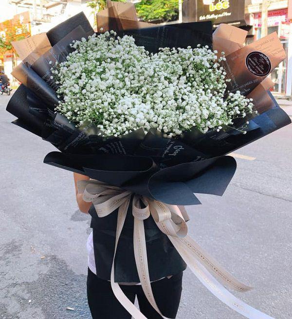 Những bó hoa siêu to khổng lồ làm nàng choáng ngợp - Ảnh 2.