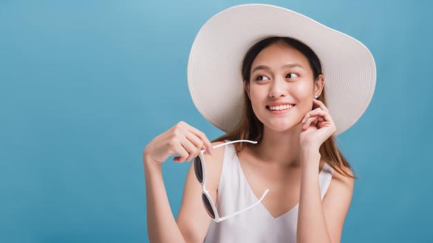 Tránh nắng kĩ càng mà làn da vẫn sạm, đã đến lúc bạn phải đầu tư dưỡng da khỏe sâu, sáng mịn - Ảnh 1.