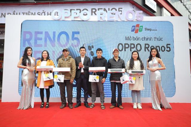 OPPO Reno5 mở ưu đãi hấp dẫn tại FPT Shop tri ân khách hàng Tết 2021 - Ảnh 1.