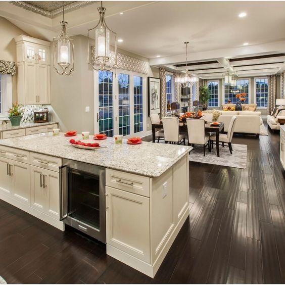 Tương tự với không gian này, một góc nhìn được mở ra từ khu bếp sẽ cho phép sự giao tiếp giữa người nấu và các vị khách của bạn